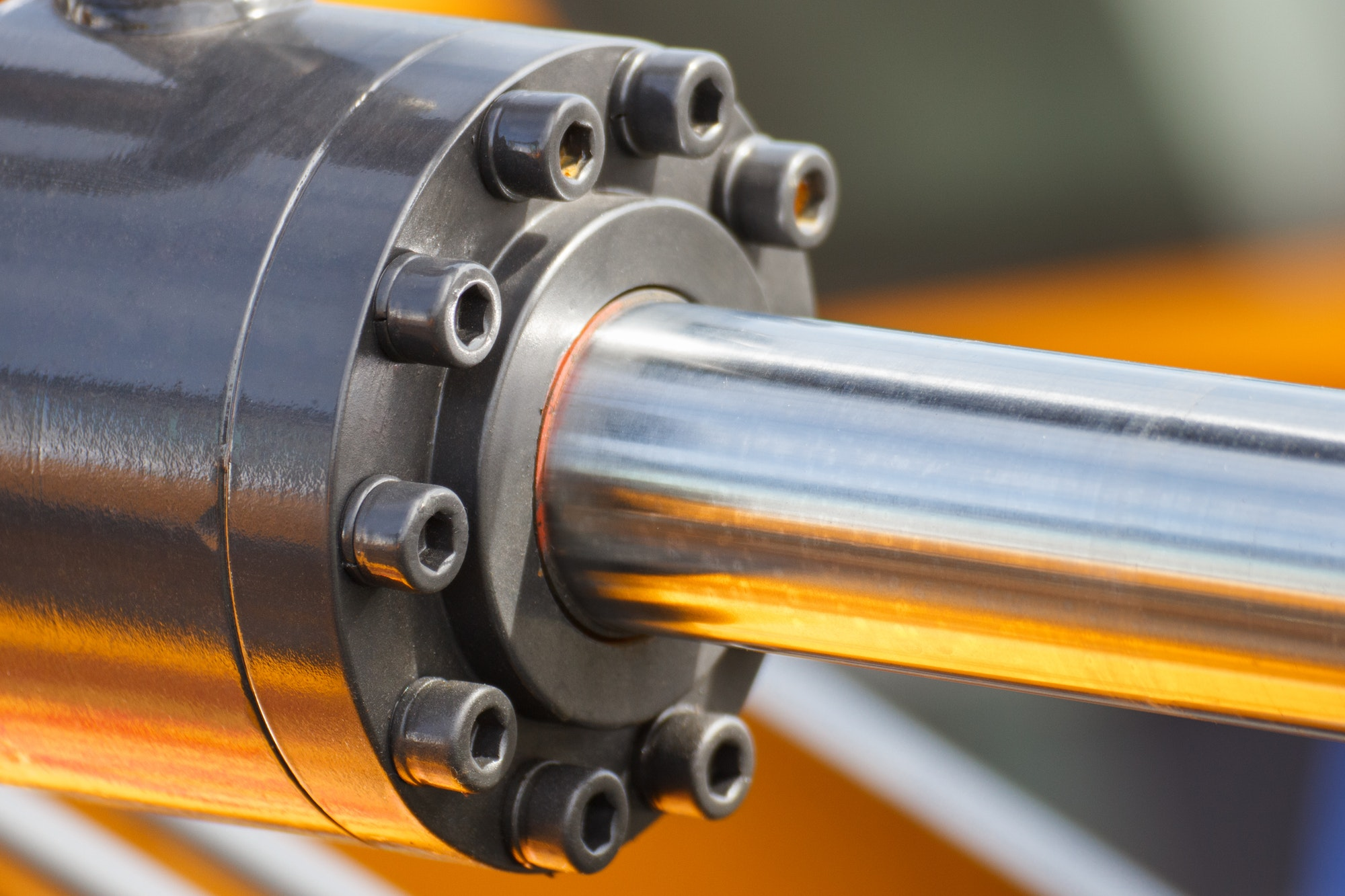 Piston or actuator of hydraulic and pneumatic machine. Technology and engineering